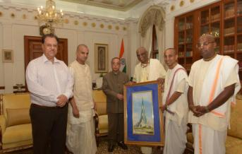 sri-madhu-pandit-dasa-meets-president-of-india