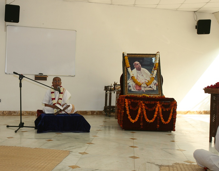 ASHRAYA CEREMONY HELD AT VRINDAVAN CHANDRODAYA MANDIR