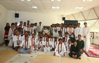 Group phonot of all aspirants at Prabhupada Ashraya ceremony