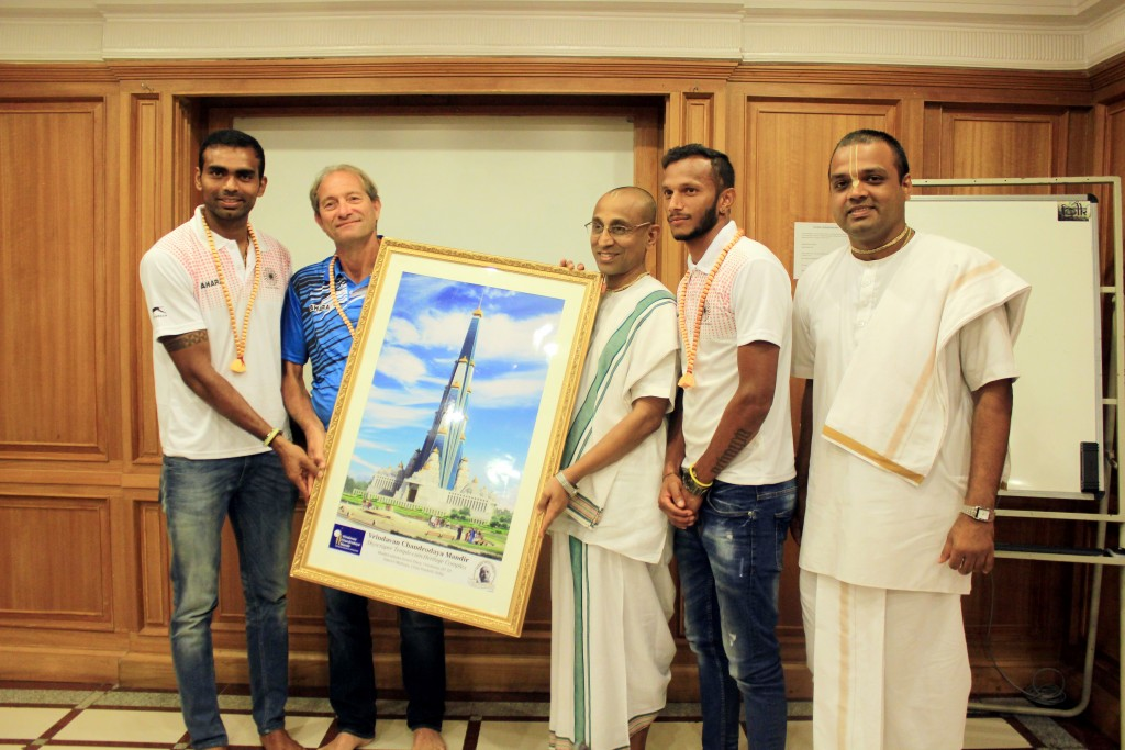 Rio bound Indian Hockey team seeks Good wishes from Vrindavan Chandrodaya Mandir