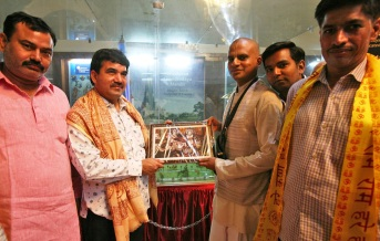 Sri Pooran Prakash, MLA, Baldev, receiving temple honours from Sri Bharatarshabha Dasa, Vice President, Communication