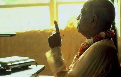 Srila-Prabhupada-preaching-and-pointing-with-his-finger copy