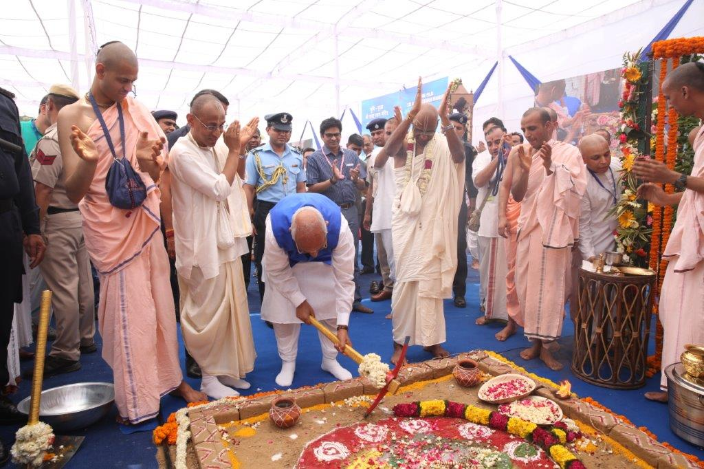 7. Hon'ble Governor performing the ground breaking ceremony