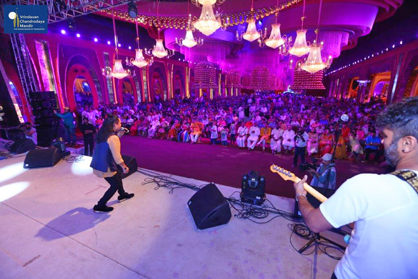 Kailash Kher performs at Janmashtami Program in New Delhi